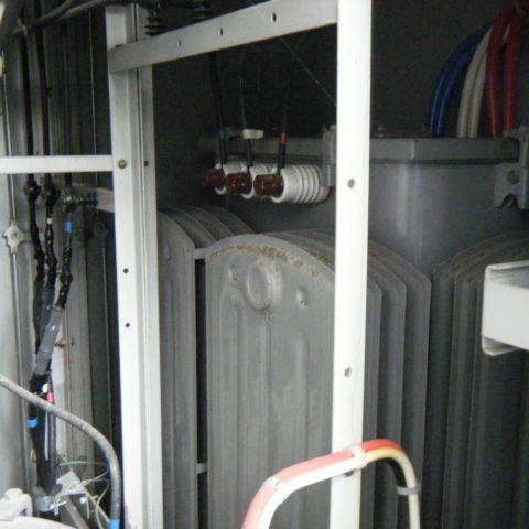 電力の損失が大きい老朽化した変圧器